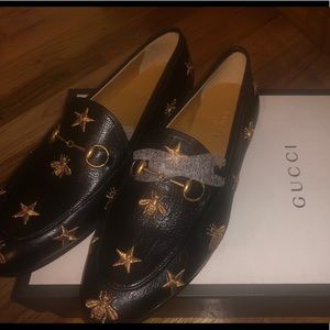 GUCCI JORDAAN EMBROIDERED LOAFER